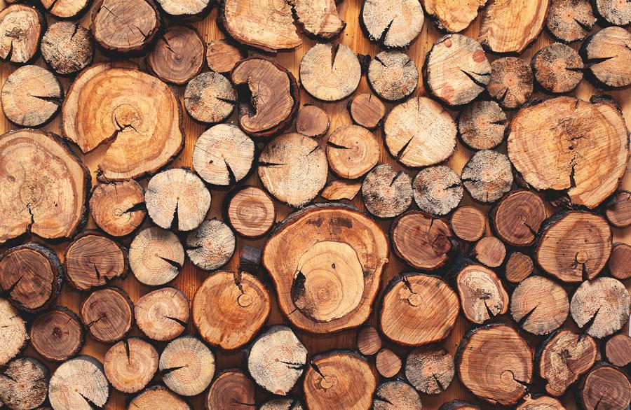 Obicia ścian z prawdziwego drewna i kamienia